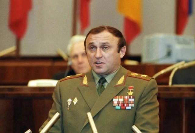 Министр обороны РФ - Грачев
