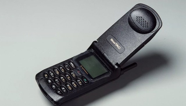 Первый телефон Моторола 90-х