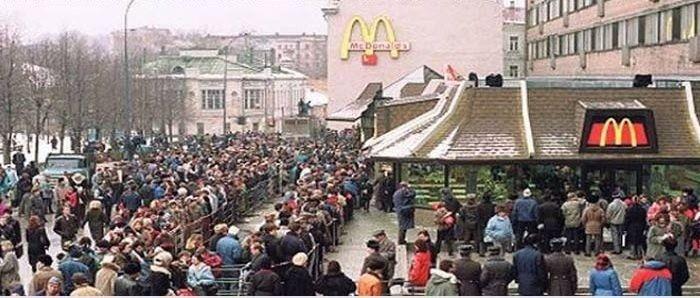 Открытие McDonald's в России в 90-х